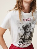 PRINTED T-SHIRT WITH BROOCHES