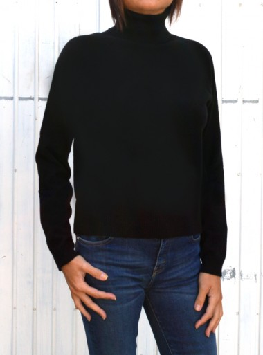 CASHMERE AND WOOL TURTLENECK JUMPER