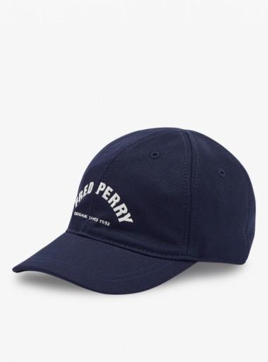 Fred Perry CAPPELLINO IN TRICOT CON LOGO AD ARCO - HW1648 522 - Tadolini Abbigliamento