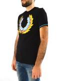 Fred Perry T-SHIRT CON LOGO IN QUADRICROMIA M7515 - Tadolini Abbigliamento