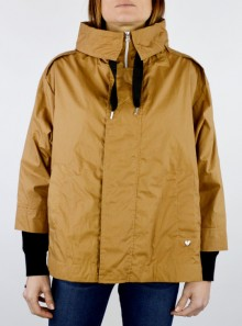 WINDPROOF JACKET WITH HOOD