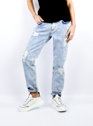 JEANS WITH RIPS AND STUDS